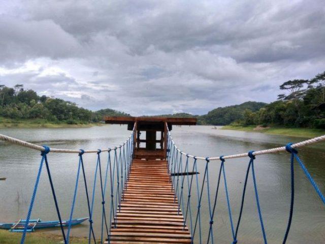 Jembatan Goyang Bukit Pethu