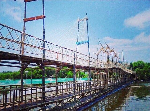 Jembatan Apiapi Pasir Kadilangu