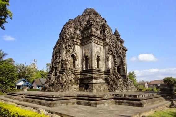 Wisata Sejarah Candi Kalasan